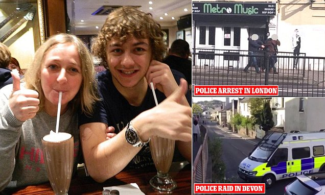 Teenage poker fan being 'quizzed over bomb on the London Tube'