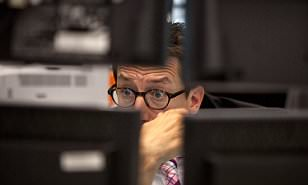 MARKETS CLOSE: London shares in red and pound at $1.28