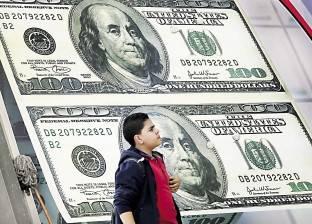 الدولار ينخفض عالميا مع إعلان بيانات الناتج المحلي الأمريكي