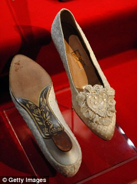 The bridal shoes with their handpainted soles