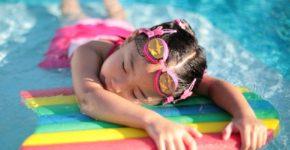Tips Menjaga Anak di Kolam Renang agar Aman