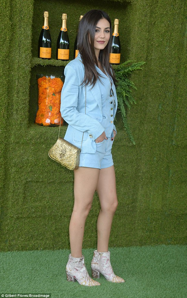 Beautiful entrance: The former Nickelodeon actress paired the ensemble with stylish boots, adding a quilted gold purse