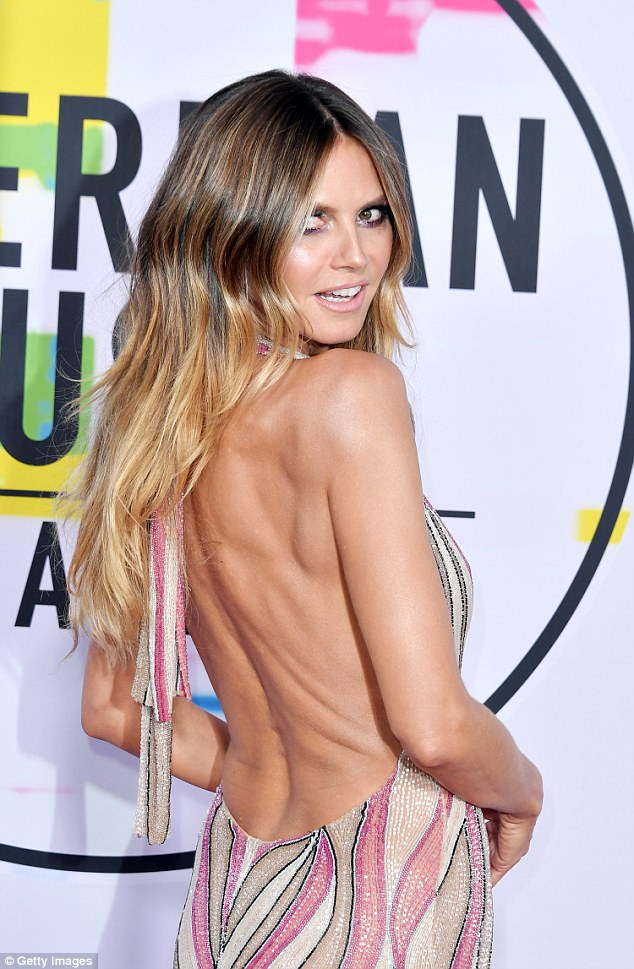 Strike a pose! Heidi wore her caramel colored locks in loose waves with a distinct part down the middle