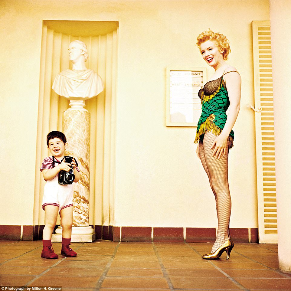 That¿s my boy!Monroe with Joshua Greene in 1956 while filming Bus Stop