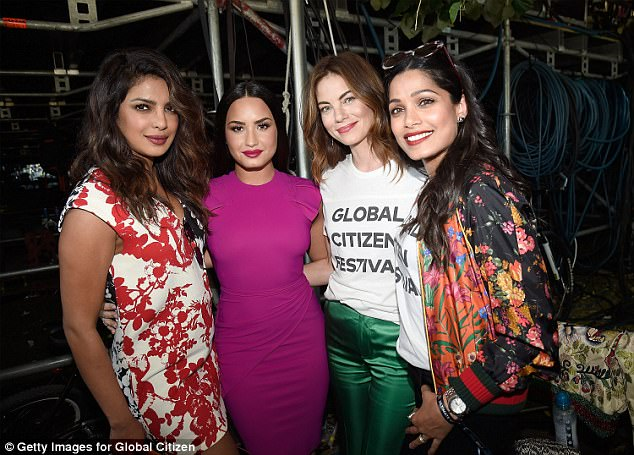 Behind the scenes:While backstage, she got in a bit of hobnobbing with fellow famous attendees Priyanka Chopra, Michelle Monaghan and Freida Pinto