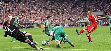 Robbens zweites Tor im ersten Spiel für die Bayern zum 3:0-Endstand gegen Wolfsburg.