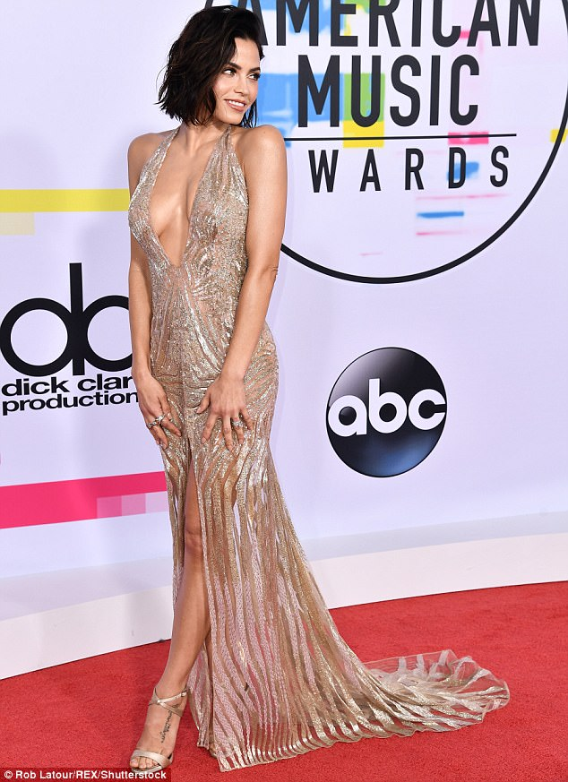Va va voom!Jenna Dewan Tatum proudly displayed her knockout figure during Sunday's American Music Awards at the Microsoft Theater in downtown Los Angeles