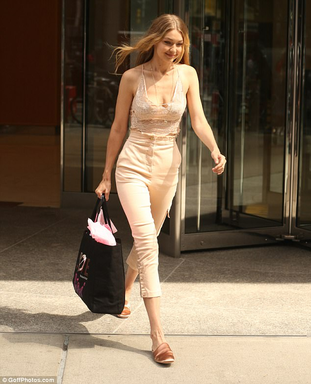 When you're happy and you know it: The leggy wonder had a cute smile as she left the building