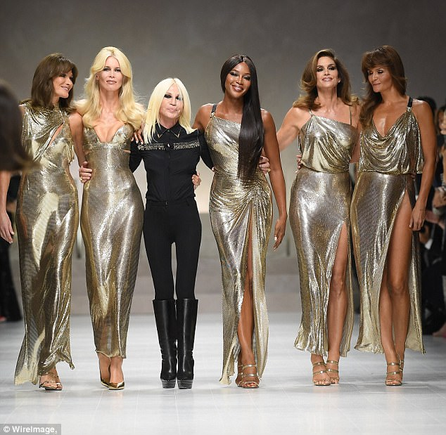 Ode:It was a reenactment of one of Gianni's history-making moments from 1991, when four supermodels walked arm in arm with him on the runway