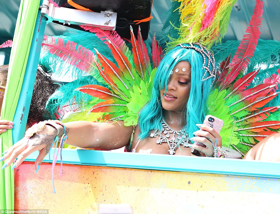 Count your blessings! The gorgeous singer waved to her fans at the parade