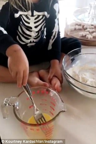 Kourtney started her morning in the kitchen beating eggs in a measuring cup with her two-year-old son Reign