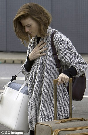 Hard to miss! The Scottish beauty looked sensational as she flashed the statement piece on her hand while carting along her suitcase