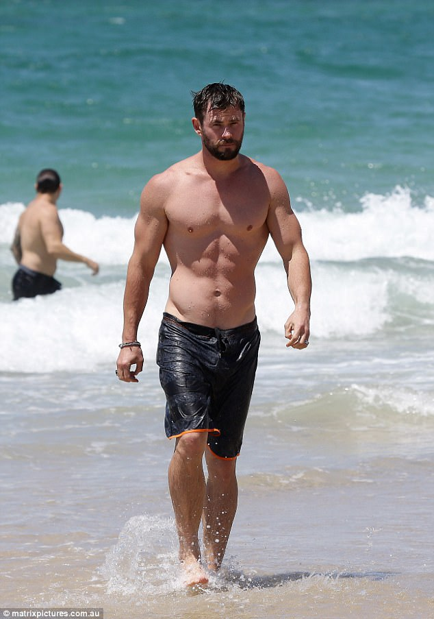 The 33-year-old star was spotted enjoying a quick swim before heading to the red carpet premiere of Thor: Ragnarok that night