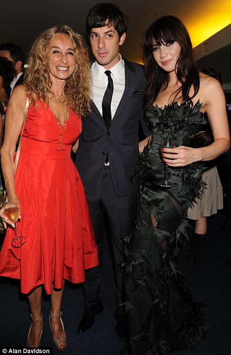 Mark Ronson with his mother and Pearl Lowe