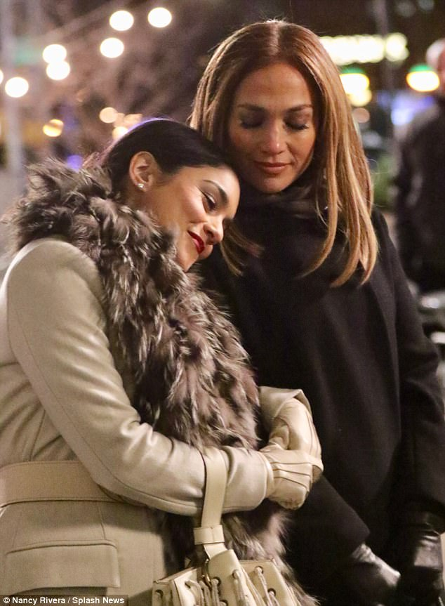 Lean on me! Vanessa leaned her head against Lopez's shoulder