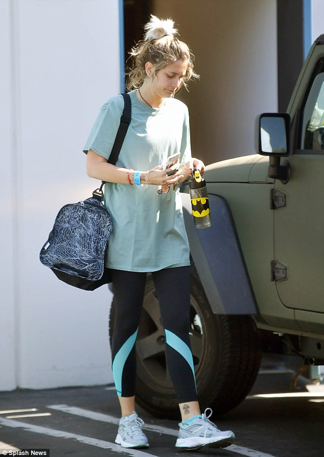 Another blue band... The model sported an almost identical 21+ blue wristband on Wednesday morning as she was leaving the gym