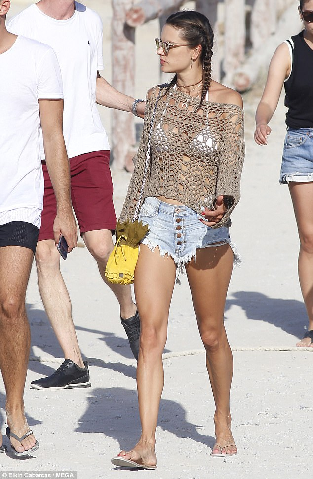 Casual: The Brazilian model kept it simple in her netural colored flip flops