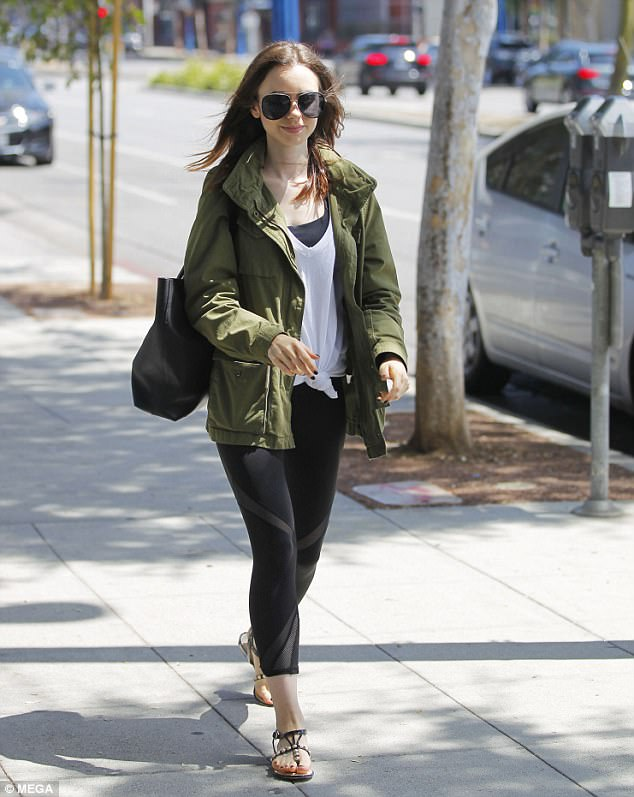 Summer love: She basked in the late-August sun while wearing a casual athleisure ensemble