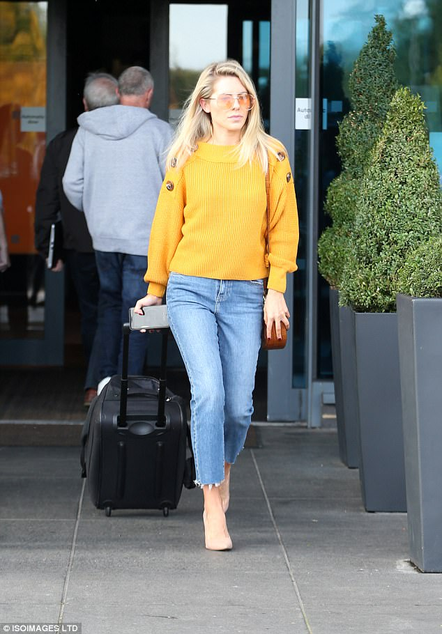What a show!Leading the troops, the Saturdays' singer, 30, caught the eye in a vibrant mustard jumper which featured three decorative buttons on each shoulder