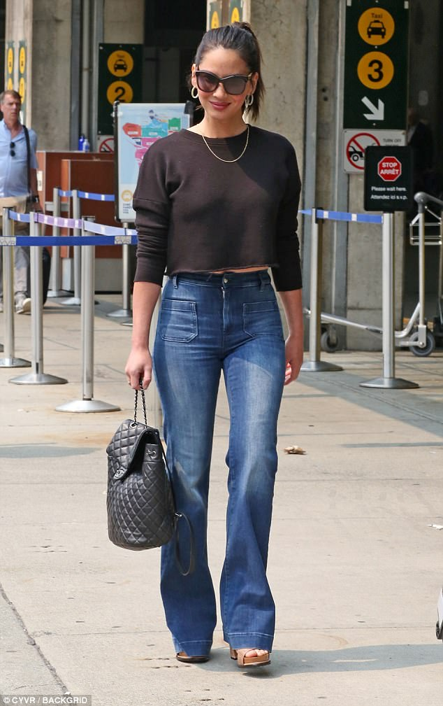 Model traveler: Olivia Munn, 38, was spotted at Vancouver International Airport on her way to Los Angeles on Tuesday