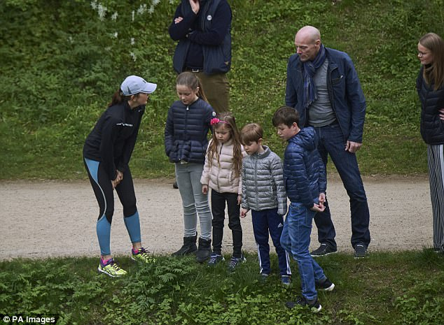 A quick break in their royal engagements! Princess Mary and her four children successfully released the ducks