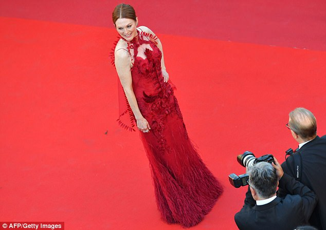 Chic from every angle! The Hollywood star was preened to perfection for the cameras