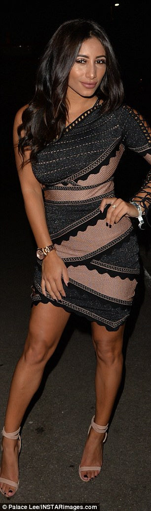 Legggy! Reaching the tops of her thighs, the frock accentuated her toned pins, offering a glimpse at her tanned shoulders