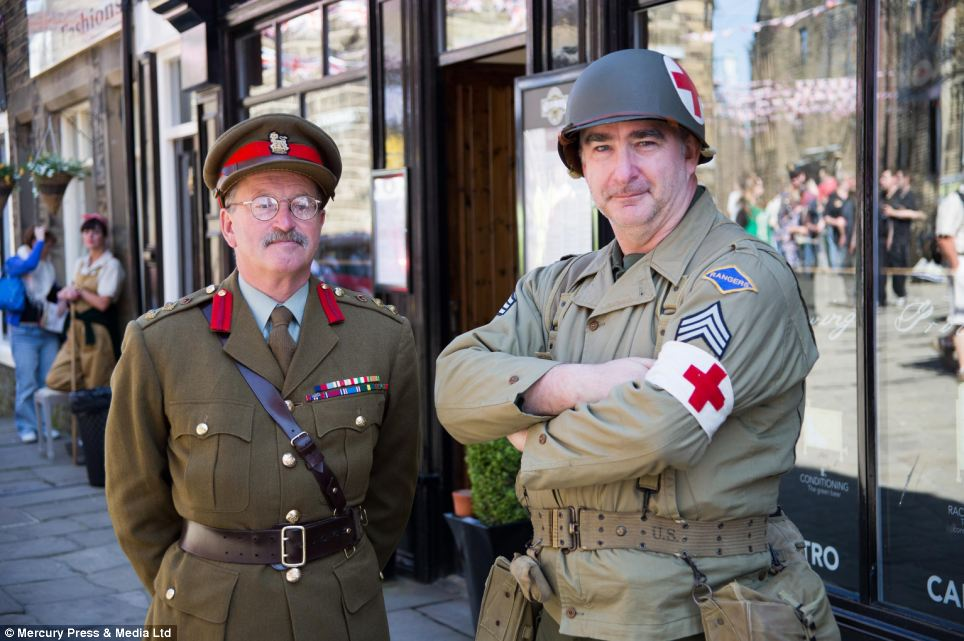 Two soldiers in full Second World War uniform. The man on the right dressed as a U.S. soldier