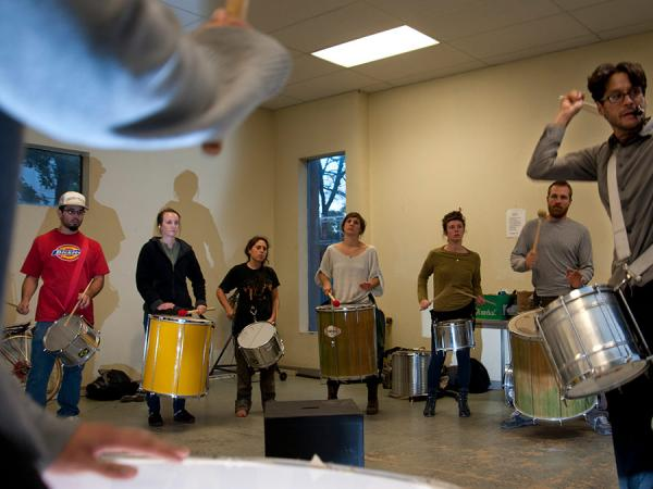 Samba class with several drummers in a circle