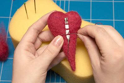 felt heart brooch tutorial