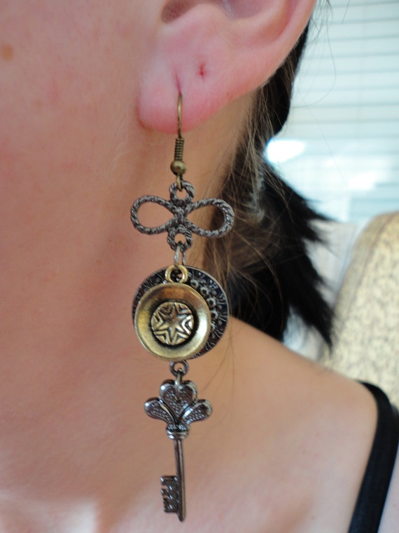 steampunk earring. dangle earring. mix metal earring. handmade earring.vintage earrings