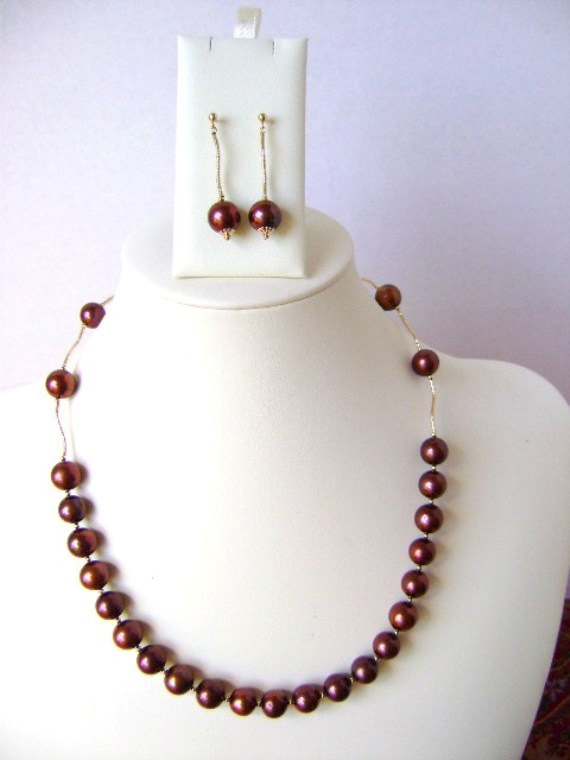 single strand pearl necklace.14kg necklace.chocolat cultured pearl necklace and earrings. fine jewelry