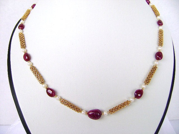 fine jewelry  natural red rubies necklace. gold necklace. strand necklace . statment necklace. beadwork necklace. gemstone jewelry