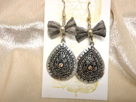 steampunk earring. dangle earring. victorian style earring. multy metal earring. rhinestone earring.