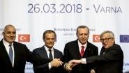 (L-R) Der bulgarische Ministerpräsident Boyko Borissov, EU-Präsident Donald Tusk, der türkische Präsident Recep Tayyip Erdogan and EU-Kommissionschef Jean-Claude Juncker auf der gemeinsamen Pressekonferenz beim EU-Gipfel in Varna am 26. März2018. (AFP / Dimitar Dilkoff)