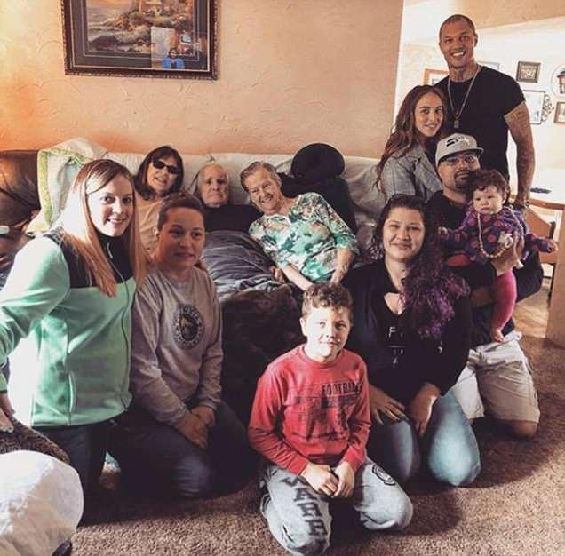 Chloe Green bonds with Jeremy Meeks' family amid baby claim