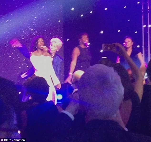 While M People star Heather Small sang 90s hit Movin' On Up, Thompson broke out her best moves including some Saturday Night Fever-style jabbing