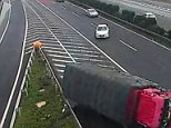 A driver tried to make his way towards an exit and stopped in the middle of the lane in China