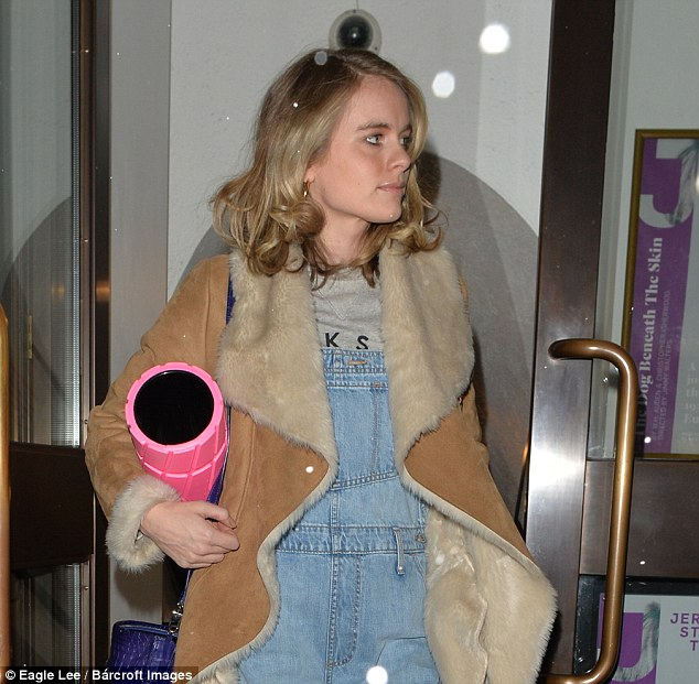 Cressida wore her blonde locks down in loose curls, while displaying a natural make-up look