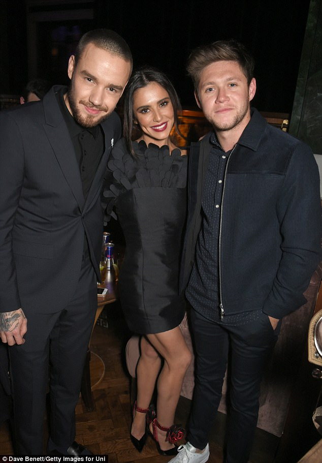 Look who it is! Liam and Cheryl also reunited with his One Direction co-star Niall Horan, who was at the butt of a hilarous joke during the awards show