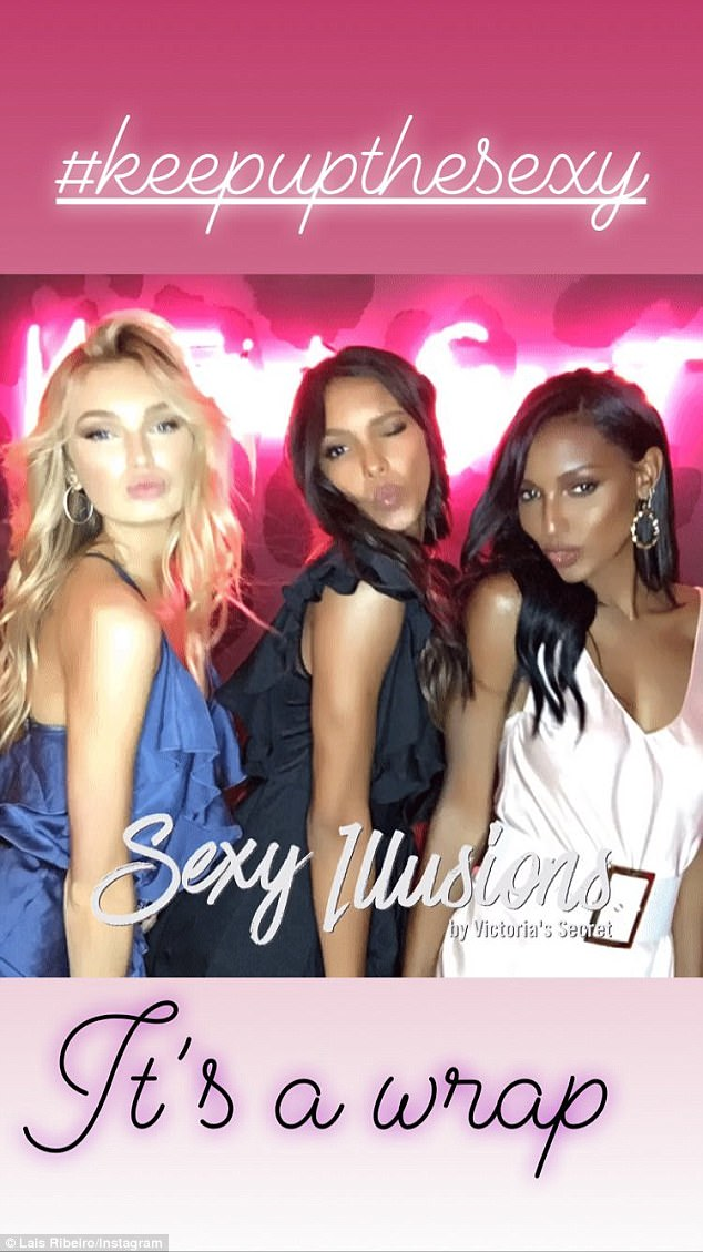 The models had some fun playing the VS photo booth