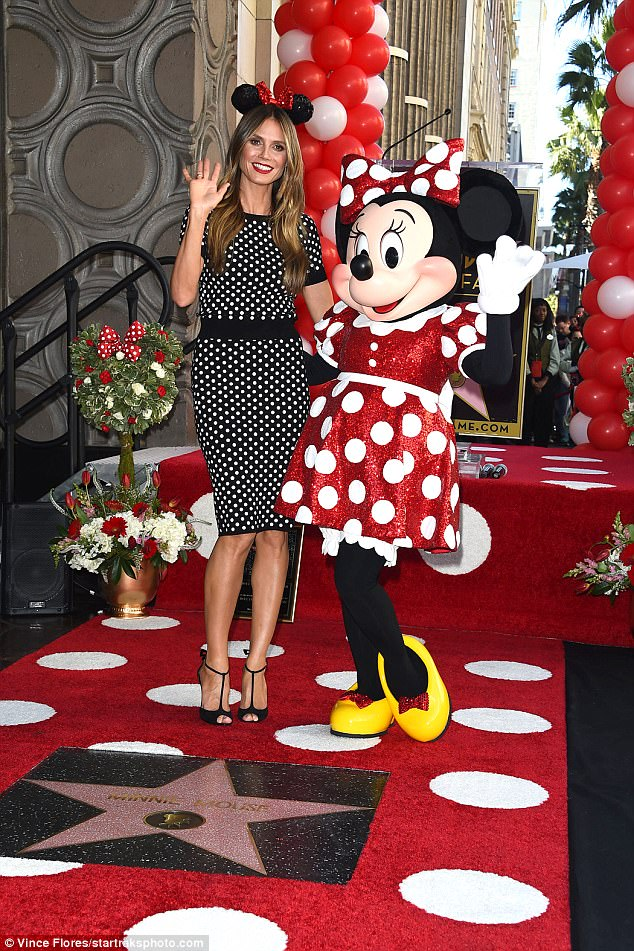 Fabulous in flats! Minnie wore yellow shoes for her outing