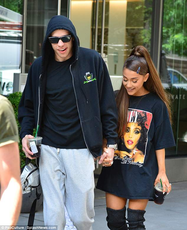 Chill:Pete, also 24, kept his look simple with a black zip-up hoodie over a matching top, grey sweatpants and mint green Supreme x Nike Blazer low sneakers