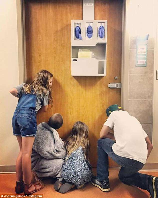 Can't wait: The five-time mom also shared a cute pic of the rest of the family huddled against her hospital door