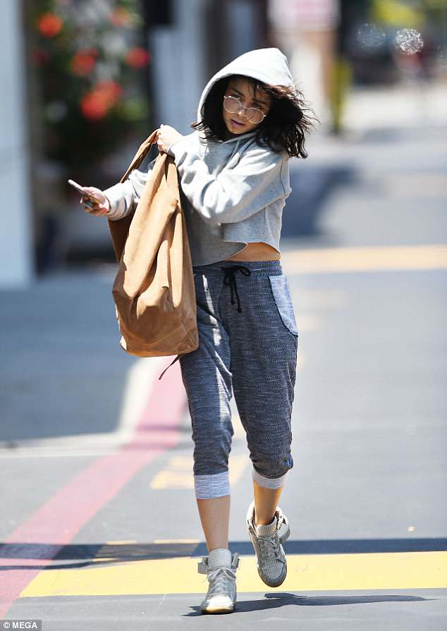 Taking it easy: The Modern Family star, 27, looked comfortable in a pair of grey tracksuit bottoms, paired with a cropped sweatshirt as she went make-up free for her visit to CVS