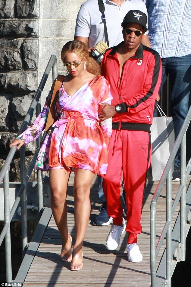 All aboard! It seems Beyonce and husband Jay-Z earned a little time off, as they took a spin around Italy's Lake Como in a boat on Saturday.