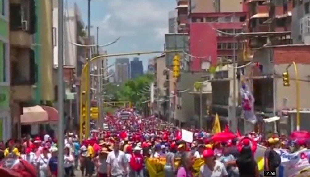 数千马杜罗支持者上街游行
