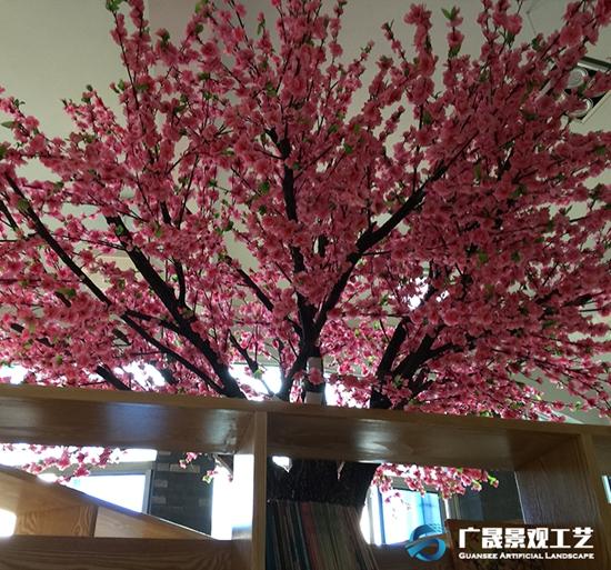 寮步高级小学仿真桃花树景观
