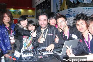 飘群学员观看俄罗斯DJ大师表演合影