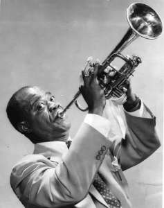 Louis 'Satchmo' Armstrong poses with his trumpet for a photograph in New York, c.1940. (Photo by Transcendental Graphics/Getty Images)